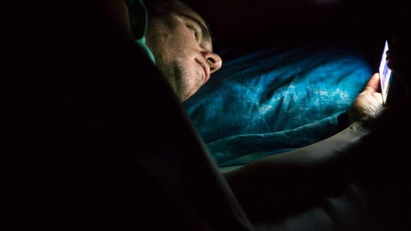 Transient Smartphone Blindness